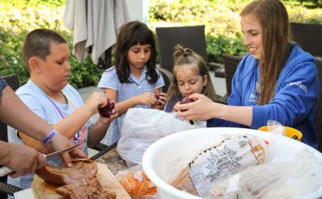 Segítség nyári táborokban